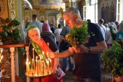 Какие цветы освящают на Троицу