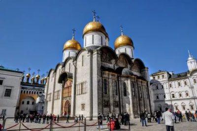 Кто из архитекторов является строителем Успенского собора в Московском Кремле
