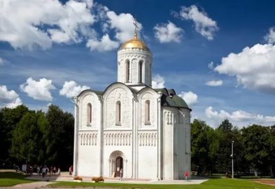 Кто построил Дмитриевский собор