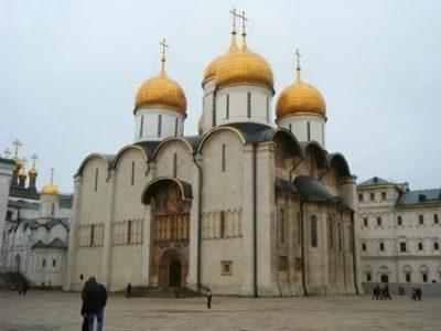 В каком городе в 12 веке был сооружен Успенский собор