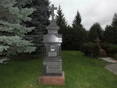 Кто похоронен на территории Троице Сергиевой Лавры