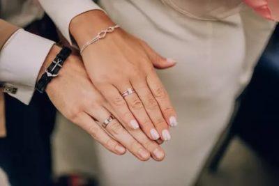 Можно ли носить кольцо с обручальным