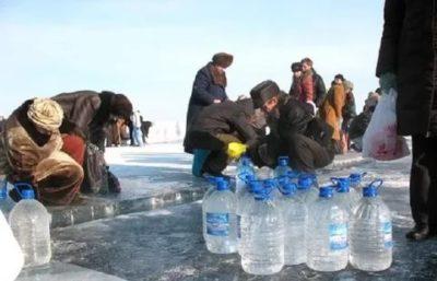 Когда лучше набирать святую воду