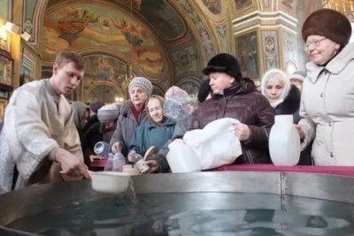 Когда святят воду в церкви