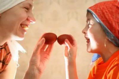 Почему люди бьют яйца на Пасху